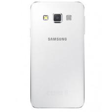 Samsung Galaxy A3 2015 (A300) задняя крышка (бел)